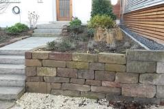 Trockenmauer mit Sandsteinstufen