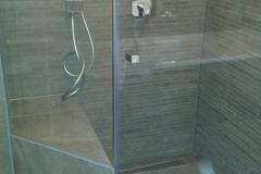 bodenebene Dusche mit Bank